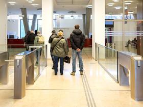 Paar bei der Anmeldung zur Beratung © Lisi Specht, AK Wien