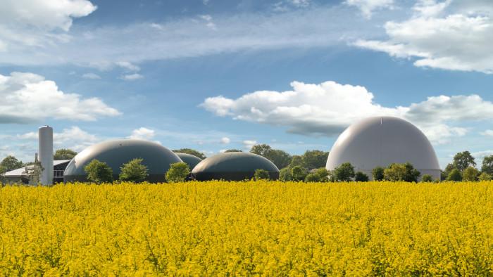 Biogasanlage zur Stromerzeugung und Energiegewinnung © ShDrohnenFly, stock.adobe.com
