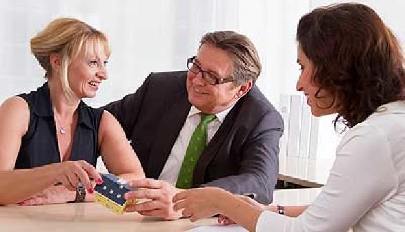 Die Bank sichert sich ab, falls der Kreditnehmer seine Zahlungen nicht mehr leisten kann © Jeanette Dietl, Fotolia.com