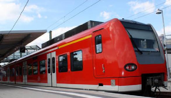 S-Bahn zum Bahnhof © Daniel Ernst, fotolia.com