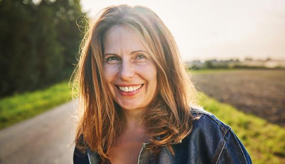 Lächelnde Frau - Sujet Zukunftsprogramm © Uwe Krejci, GettyImages.com