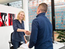 Begrüßung Beratungssituation © Lisi Specht, AK Wien
