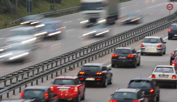 Reger Verkehr auf der Autobahn © Manfred Steinbach, Fotolia.com
