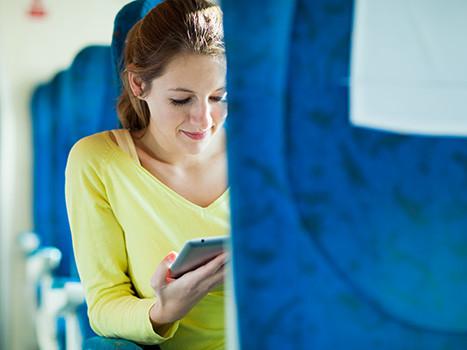 Fahrt im Zug © lightpoet, Fotolia