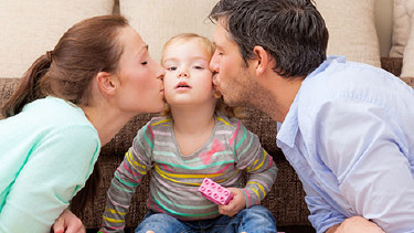 Familie mit Kleinkind © detailblick, Fotolia