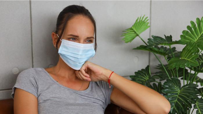 Junge Frau mit Maske © torsakh , stock.adobe.com