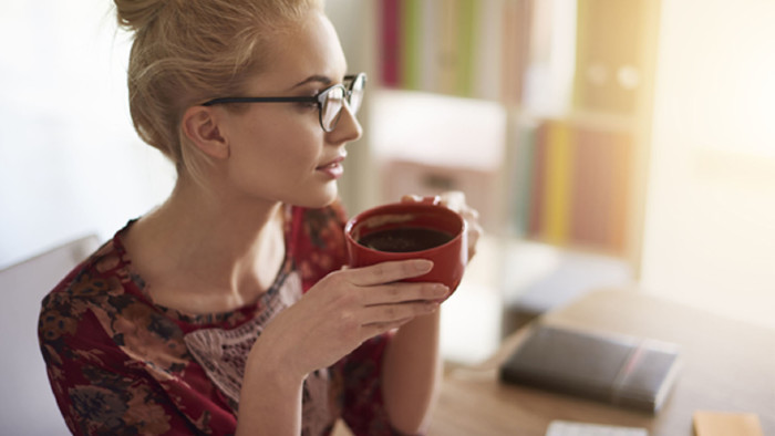Frau trinkt Kaffee © gpointstudio, Fotolia.com