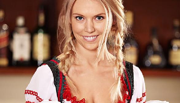 Kellnerin mit Bierkrügen in der Hand © Deklofenak, Fotolia.com