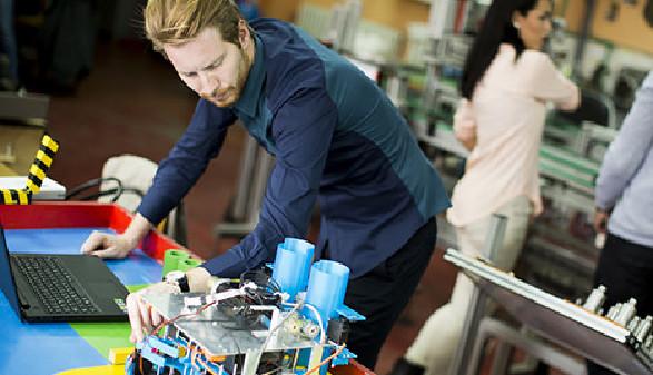 Industrie, Industrie 4.0, Digitalisierung, digitaler Wandel, Arbeit, Ingenieur, Technik, Techniker, Modell © Fotolia.com/Boggy, AK Stmk