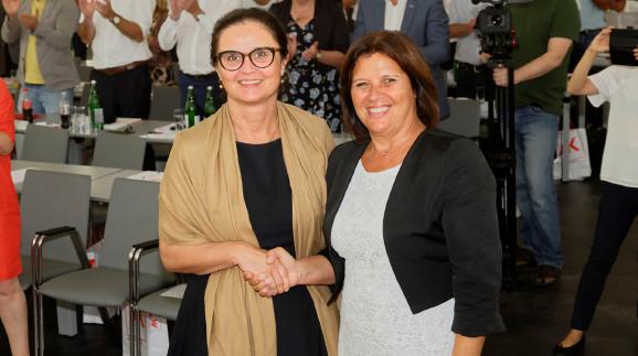 vlnr.: Bundesministerin Brigitte Zarfl, Renate Anderl, Präsidentin der Bundesarbeitskammer  © Erwin Schuh