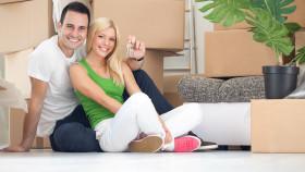 Paar beim Umzug © Luckybusiness, stock.adobe.com