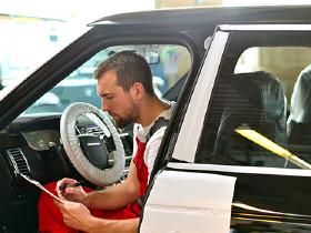 Portrait Verbrauchsangaben der Autohersteller täuschen © industrieblick, Fotolia